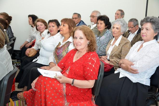 Adultos mayores de Valdivia se graduaron de programa PAMUSS
