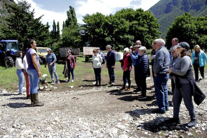 Turistas de cruceros visitaron la localidad de Villa Mañihuales