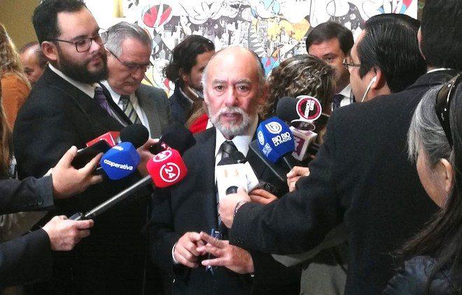 Diputado Flores reclama que ministerios de Economía y Agricultura no se han preocupado por lecheros del sur de Chile