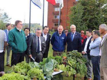Ministro Antonio Walker se reunió con pequeños agricultores de Puerto Varas