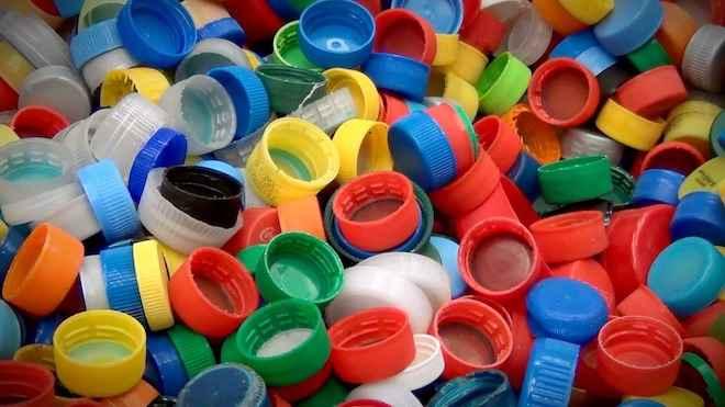 Diputados presentan proyecto para prohibir comercialización de todos los plásticos en Chile