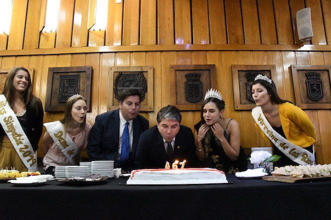 Con cortina de agua y saludos protocolares comenzaron las celebraciones por aniversario Nº467 de Valdivia
