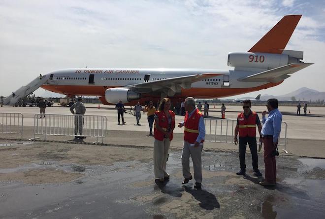 Avión estadounidense DC10-30 llega para reforzar flota de Conaf dispuesta para el combate de incendios forestales