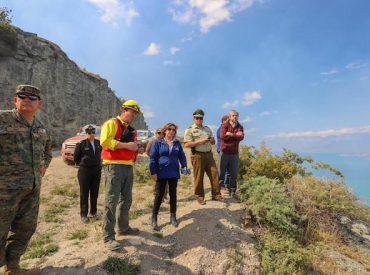 Incendio de Bahía Mansa está controlado mientras que el fuego en Cochrane continua sin avance