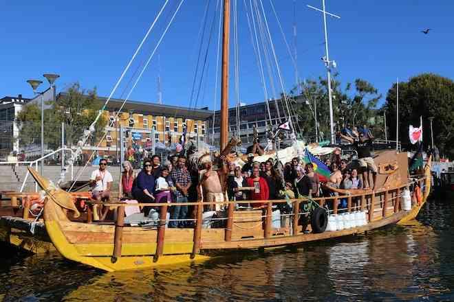 """Comunidades mapuche despidieron a tripulantes de embarcación rapa nui """"Kuini Analola"""""""