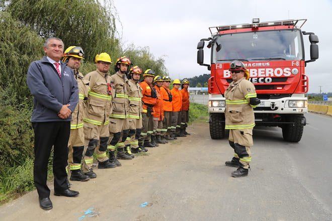 Intendente (s) destacó labor de bomberos locales que apoyaran labores en La Araucanía