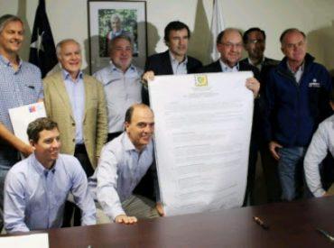 Inédita mesa público-privada apoyará la reconstrucción de viviendas destruidas por incendios en La Araucanía