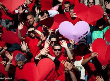 """Greenpeace entrega recomendaciones para el Día de los Enamorados:""""Terminemos la relación tóxica que mantenemos con el plástico"""""""