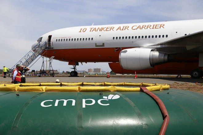 CMPC apoya operación del 10 Tanker para el combate de incendios en el sur