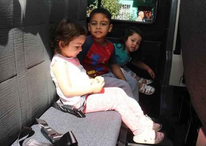 Autoridades entregan consejos para que padres y apoderados elijan transporte escolar seguro para sus hijos