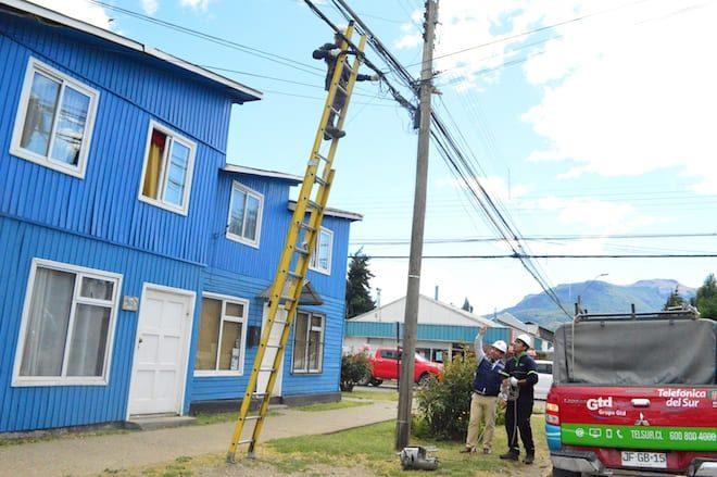 Coyhaique: 22 mil metros de cables en desuso han sido retirados por empresas de telecomunicaciones