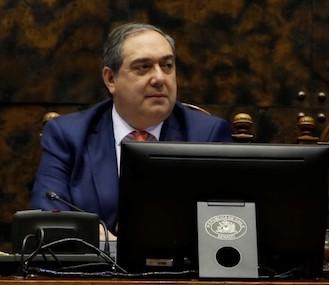 Aprueban proyecto del senador Bianchi que modifica Ley de Servicios Eléctricos y establece que las empresas no podrán cobrar por empalmes y medidores