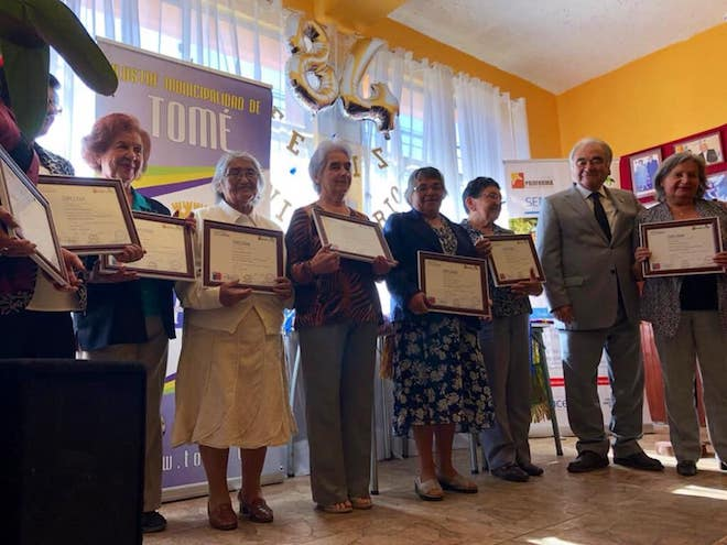 18 adultos mayores reciben certificación en tejido de telar mapuche en Tomé