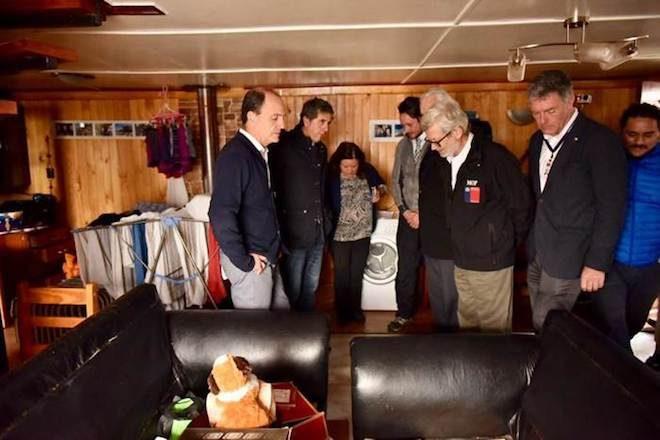 Ministro Cristián Monckeberg compromete primera entrega de ayuda a damnificados por temporal en Los Lagos