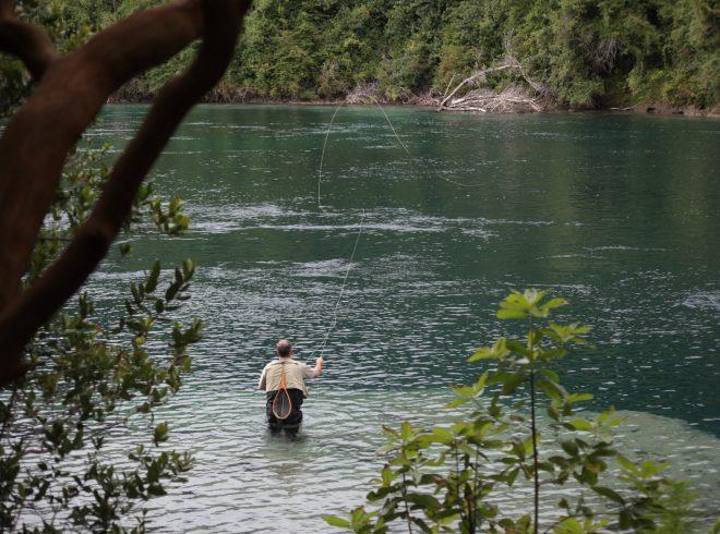 Anuncian término de temporada de pesca recreativa de salmonídeos