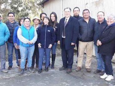 Seremi de Agricultura destaca el trabajo de dos cooperativas campesinas mapuches de la comuna de Freire