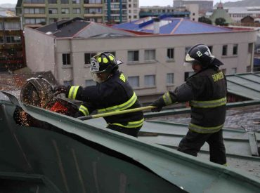 Cámara de Comercio de Concepción destaca trabajo de Bomberos en edificio Caracol tras paso de tromba marina