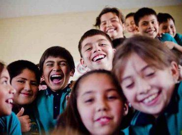"""Berger (RN) tildó de """"urgente"""" el reconocimiento constitucional de los derechos de la infancia en Chile"""