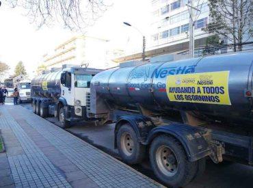 Municipio de Osorno gestiona con empresa Nestlé Chile la llegada de seis camiones que distribuirán agua potable en la ciudad
