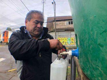 Alcalde de Osorno instruyó reforzar trabajo de abastecimiento de agua y evaluación jurídica de la contingencia: revisa lista de estanques provistos por municipio