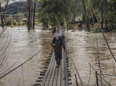 Tres vuelos llegan al Alto Biobío a socorrer a afectados por lluvias y derrumbes