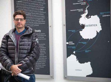 """Dr. Juan Francisco Salazar: """"Creo que las ciencias sociales tienen un rol muy importante que hacer en estudio de la Antártica"""""""