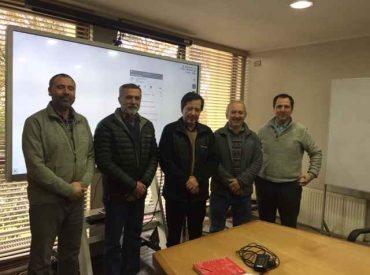 INIA y Skretting firman acuerdo que busca generar materias primas especializadas para mejorar dieta de salmones en Chile