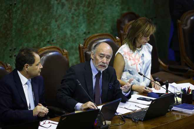 Presidente de la Cámara se reunirá con ministro de Economía para tratar situación de discriminación en captura de jibia en regiones
