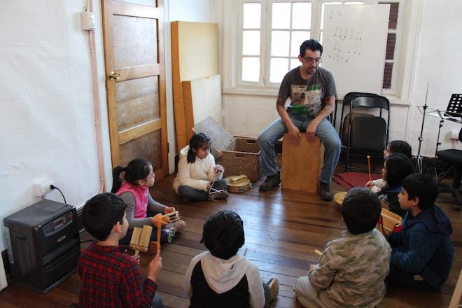 """Con gran éxito comenzó """"Imagina tu música"""": talleres formativos para niños y jóvenes de Valdivia en CasaMúsica"""