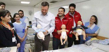 Ministro Sichel entrega reveladoras cifras: jóvenes quieren tener su primer hijo a los 29 años