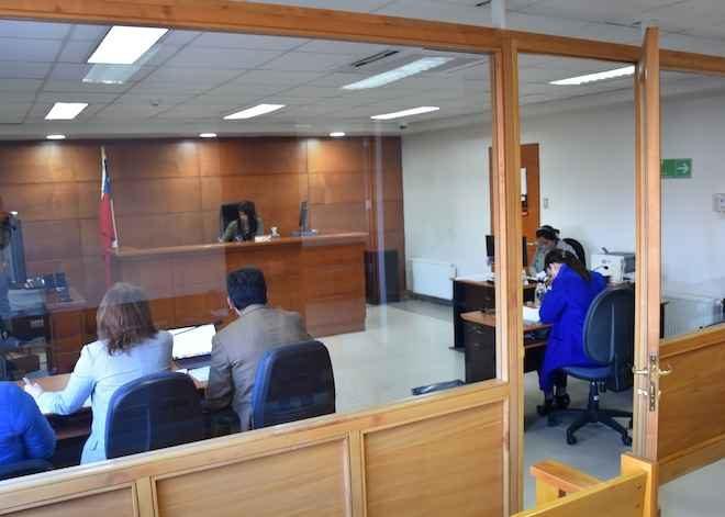 Juzgado de Garantía de Puerto Montt controla detención de imputados por desórdenes, daños, robo y porte de armas