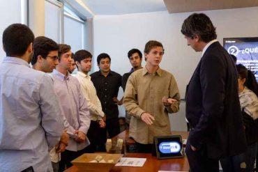 Estudiantes de Ingeniería UC presentan a ministro Couve proyectos tecnológicos sustentables para mitigar el Cambio Climático