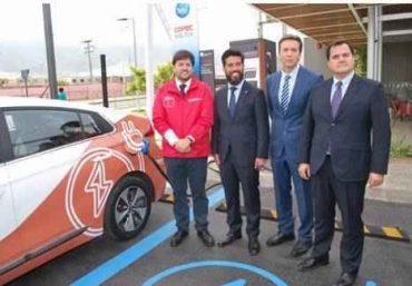 """Subsecretario López inauguró primera estación de servicio eléctrica de la denominada """"Electro Ruta del Cobre"""""""