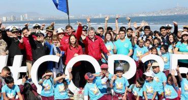 FFAA, niños y jóvenes participan en el retiro de basura desde playas: Puerto Montt, Aysén y Punta Arenas se suman en zona sur
