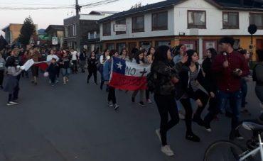 Masiva movilización de estudiantes en Aysén por reformas sociales se desarrolló de forma pacífica este domingo