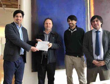 De Urresti recibe propuesta de académicos de la Universidad Austral sobre proceso constituyente