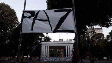 Intervención urbana llama a la paz en Concepción: 12 lienzos muestran daño a lugares emblemáticos de la ciudad