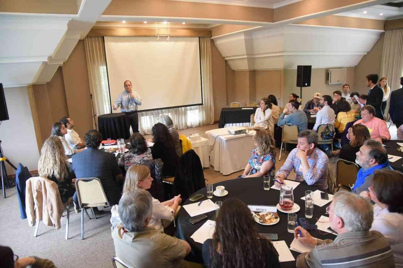 Intendente se reunió con organizaciones y gremios del turismo para analizar mecanismos de reactivación en Los Ríos