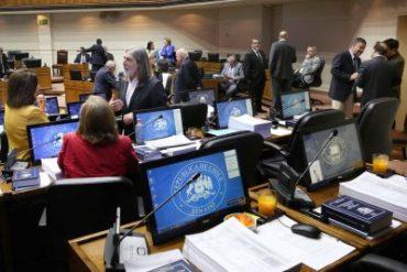 Senadores rechazan actos de violencia y adhieren al acuerdo por la paz y una nueva constitución