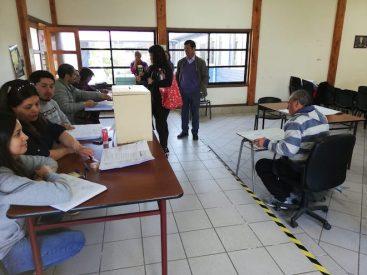 Ya comenzó a votar la gente en la consulta ciudadana de Saavedra