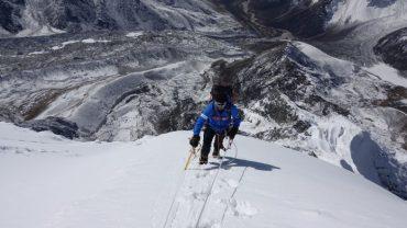 """La """"Ruta de los sueños"""" en Futrono: el montañista Hernán Leal  dictó charla motivacional a escolares"""