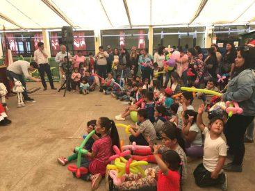50 niños atendidos por el Cecosf El Santo celebraron la Navidad junto al seremi del Trabajo en Tomé