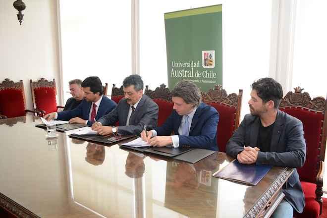 UACh firma convenio de colaboración con The Global Leaders Program