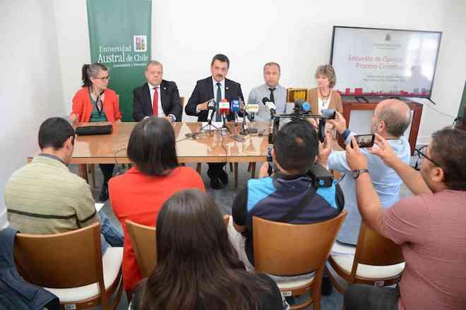 """Laboratorio de Opinión Pública de la UACh entregó resultados de encuesta sobre """"Proceso Constituyente en la Región de Los Ríos"""""""