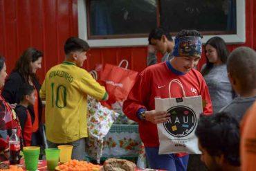 Campaña Regala Alegría: estudiantes y académicos de Santo Tomás llevan regalos a Ciudad del Niño y residencia Carlos Macera