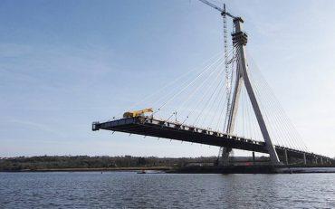 Se continúa con los trabajos de construcción del puente sobre el canal de Chacao