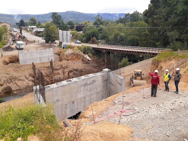Con conformación de estribos y cepas avanza construcción de nuevo puente Collilelfu de Reumén