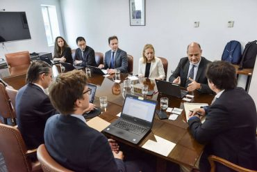 Ministro de Economía se reúne con representantes del Fondo Monetario Internacional para analizar situación y proyecciones económicas