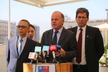 """Ministro Walker tras reunión con embajador chino: """"La venta y comercialización de productos chilenos en China volverá a la normalidad en los próximos días"""""""