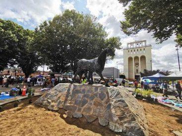 Escultura realizada con materiales reciclados en Osorno busca reforzar identidad cultural acorde al desarrollo urbano